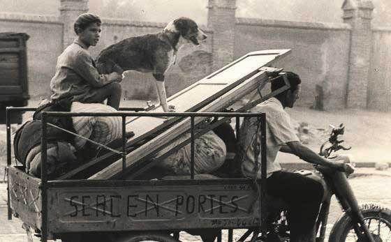 """""""Se acen portes"""", fotografía de Ontañón, realizada en Barcelona en 1955. / Paco Ontañón"""