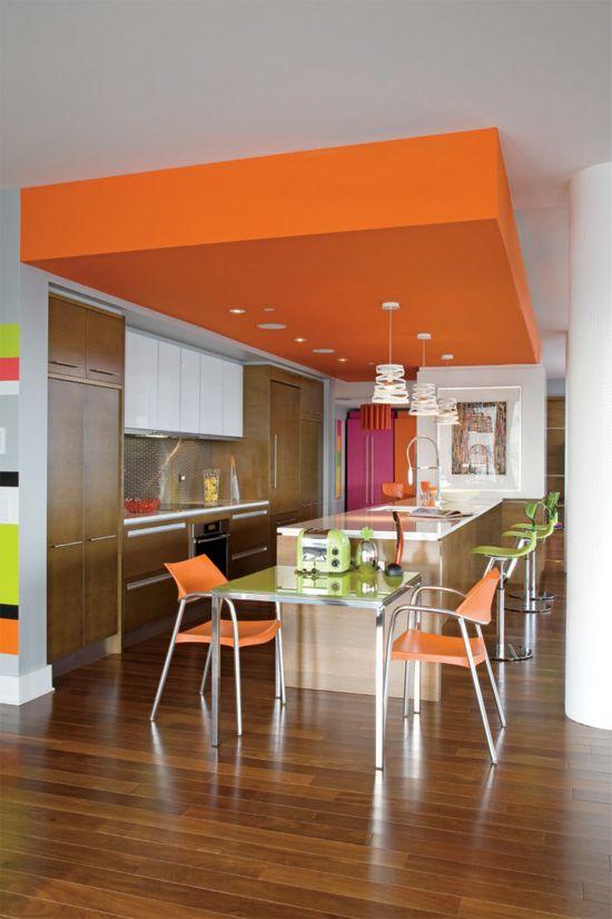 Γγρ│ Cuisine contemporaine dynamique avec son plafond encaissé au - Table De Cuisine Avec Plan De Travail