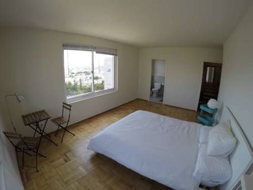 Momo's Home Stay San Francisco Featuring free WiFi, Momo's Home Stay offers accommodation in San Francisco's Bayview District, 6 km from Central San Francisco.  Views of the mountains or city are featured from select rooms.  You will find a shared kitchen at the property.
