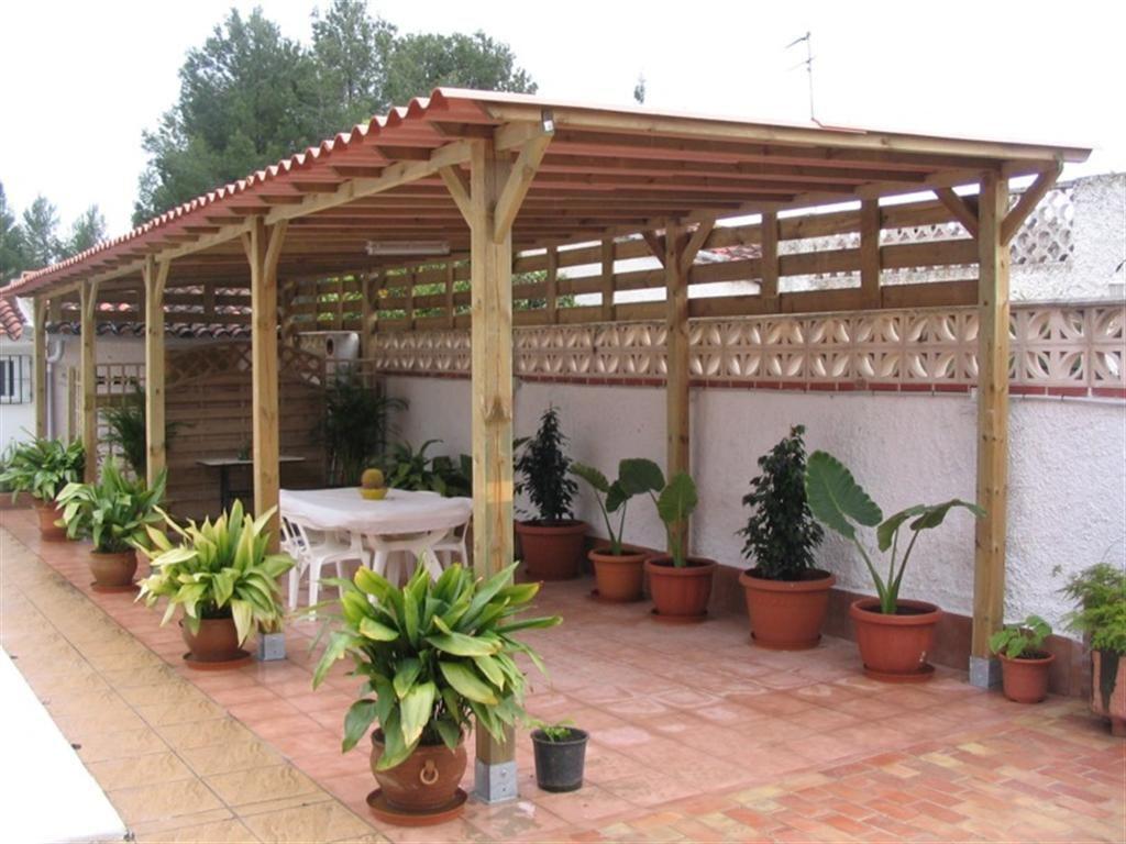 Techos madera terraza terrazas y pasillos del jard n for Techos de tejas para patios exteriores