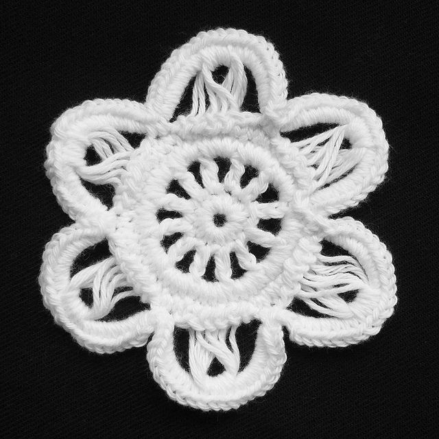 Irish Hairpin-like Flower by hykevandermeer, free ravelry pattern