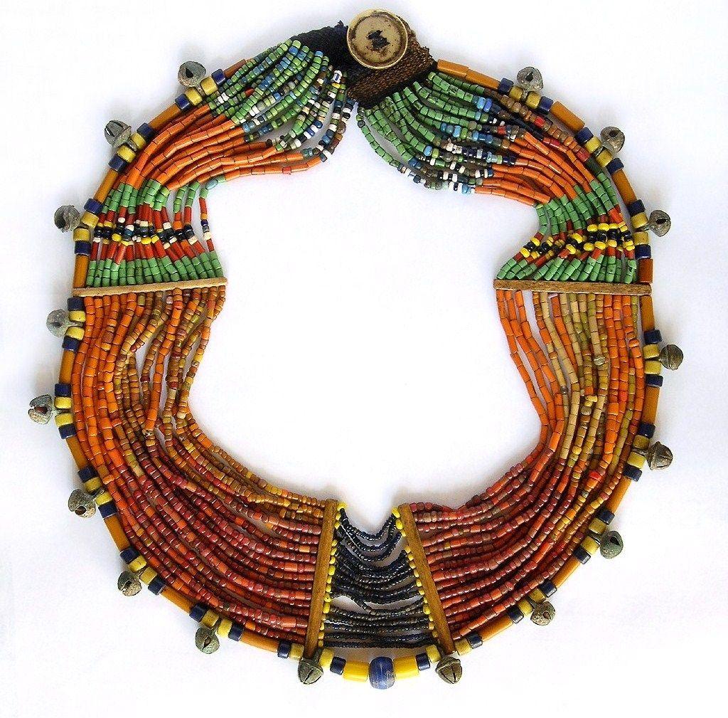 INDIA, Nagaland, collana di perline di vetro, osso, campanelle di bronzo.