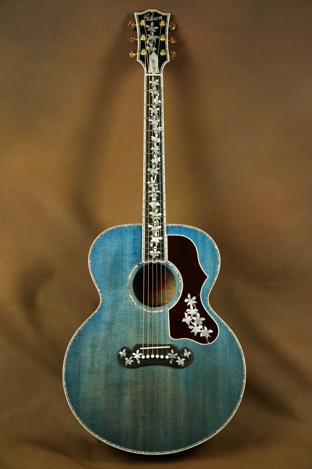 Gibson Master Museum Sj 200 Ren Ferguson Custom Trans Blue Acoustic Guitar J 200 Vintage Vintage Guitars Acoustic Blue Acoustic Guitar Custom Acoustic Guitars