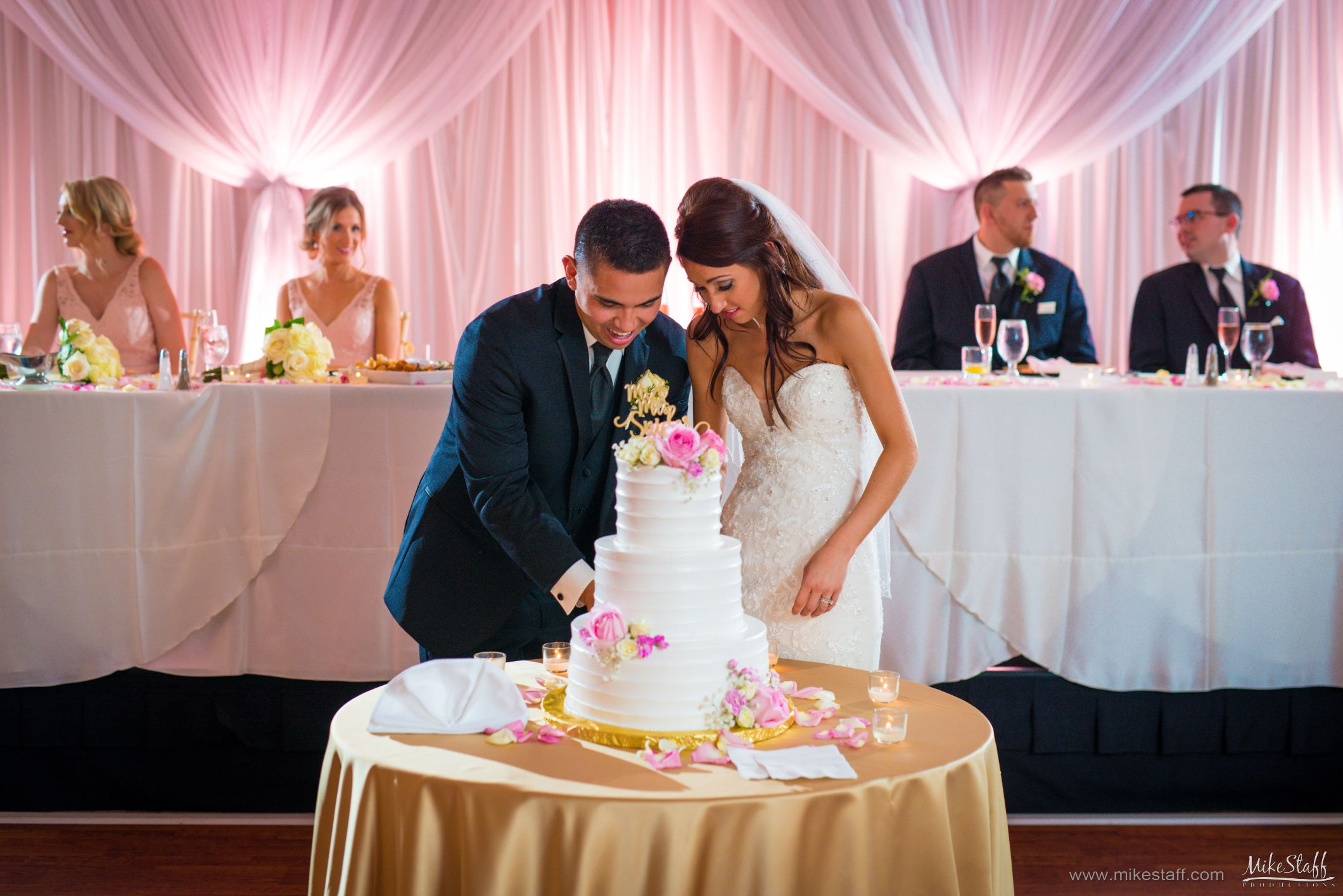 Have You Read How To Hire A Great Dj Wedding Dj Wedding Dj Questions Wedding Reception Photography