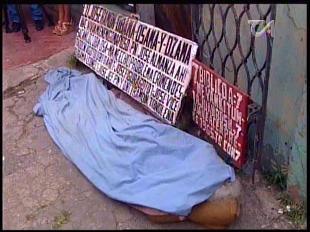 Hombre Mata A Su Propia Madre En Villa Consuelo #Video
