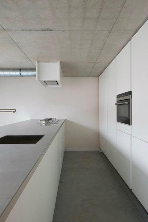 Ingebouwde open keuken beton vloer en plafond moodboard loft pinterest open keuken - Design keuken plafond ...