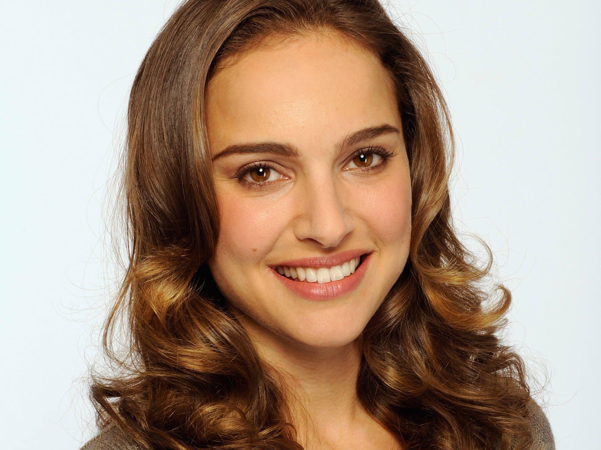 Makeup For Light Brown Hair And Brown Eyes Gemini Celebrities Natalie Portman Brown Hair Brown Eyes