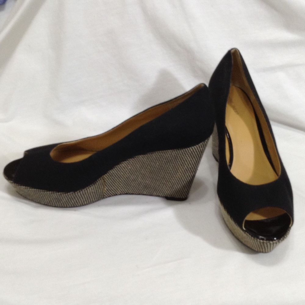 Nine West Open Toe Pump 10M black patton leather 3 to 4 inch