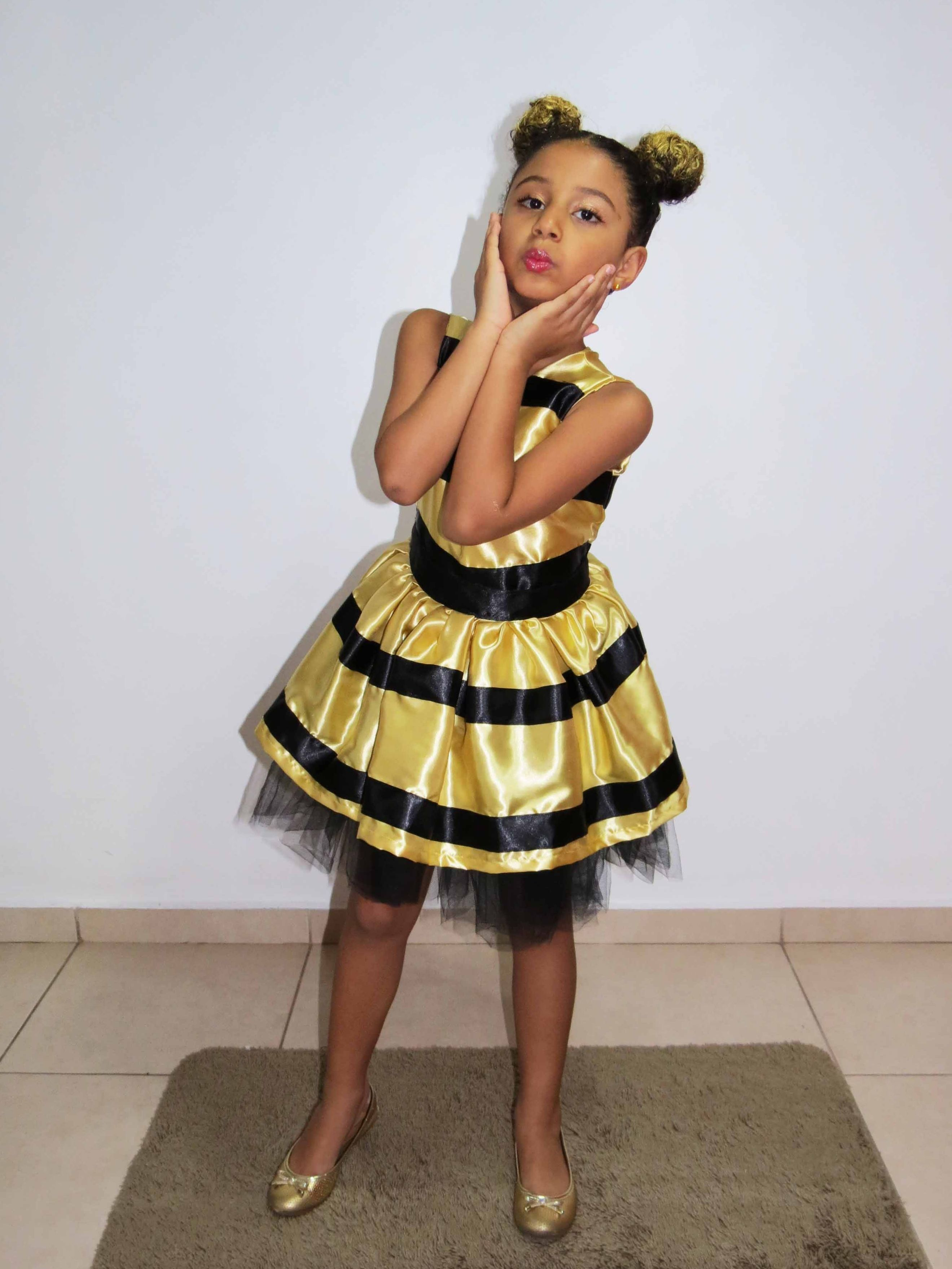 69df27d0fd Fantasia da Queen Bee feita em Santo André - SP pela costureira Jany  998444140