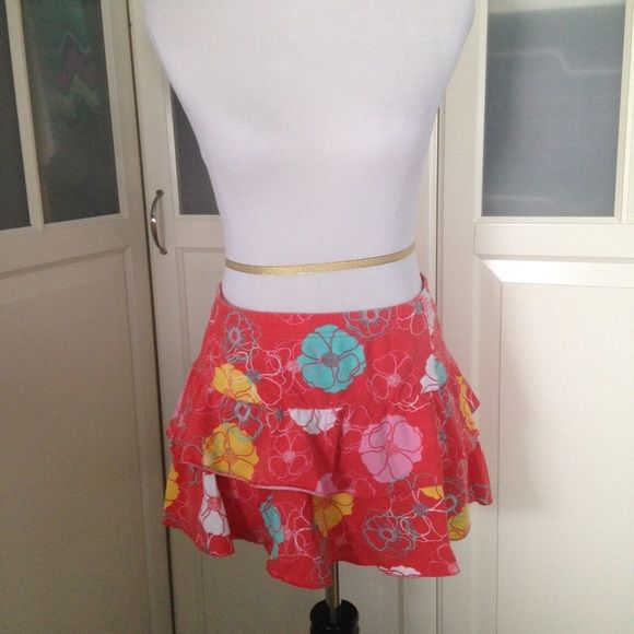H&m floral mini skirt size 10 Fun coral tiered mini skirt with floral pattern. Size 10. Good condition. NO TRADE. My mannequin is a 6-8. H&M Skirts Mini