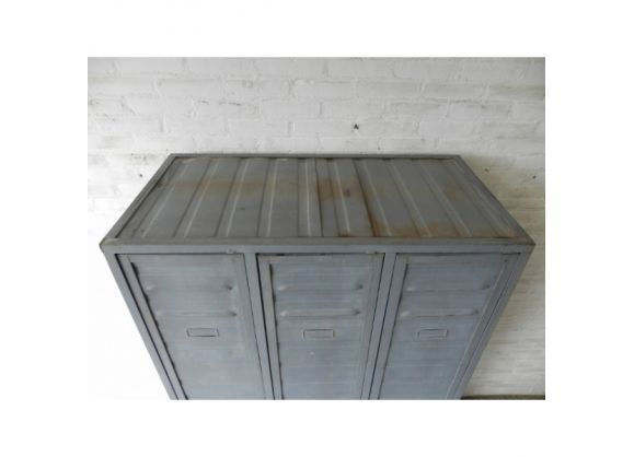 Industrial cabinet with 3 steel doors- Armoire industrielle …
