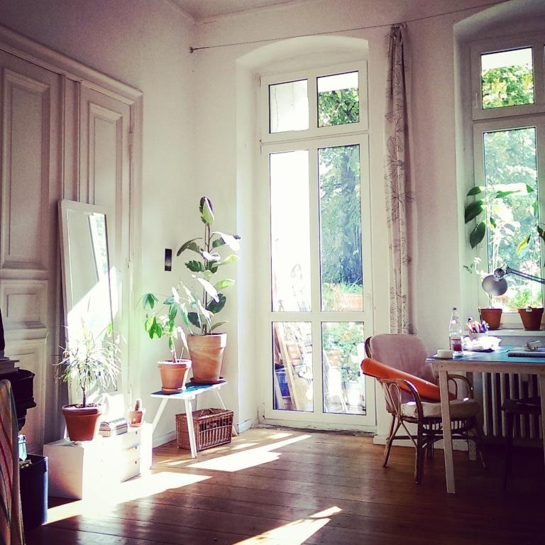 sonniges wohnzimmer wohninspiration f r sch ne altbaur ume wohnzimmer einrichtung altbau. Black Bedroom Furniture Sets. Home Design Ideas