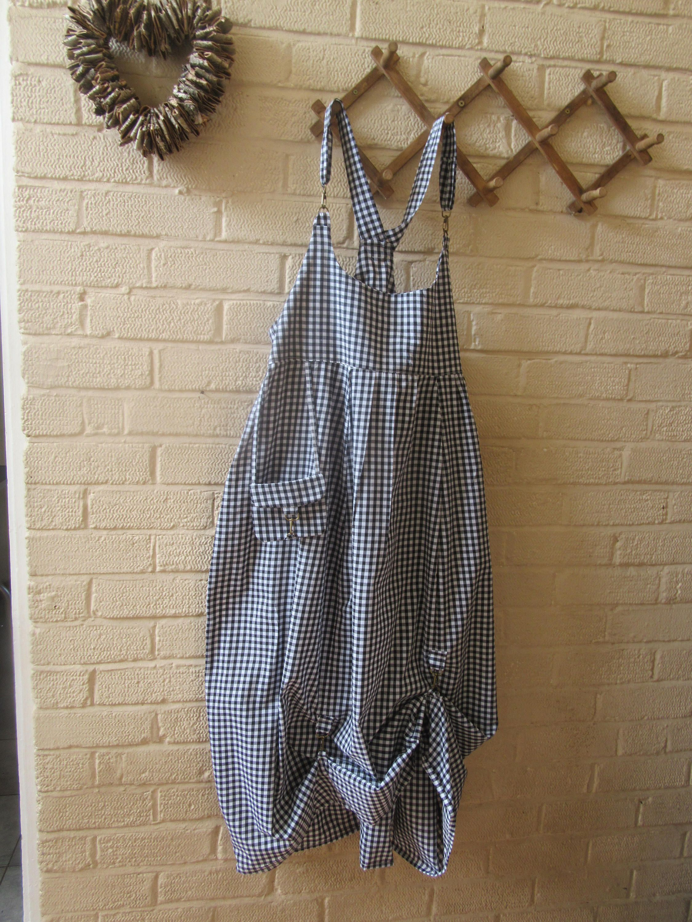 75c2f8a76623 SALE Lagenlook quirky balloon shaped pinafore
