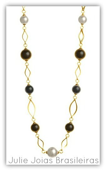 Detalhe colar em ouro 750/18k, pérola e ônix( detail: 750/18k gold necklace with pearl and onyx)