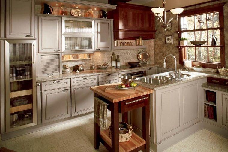 Mesita peque a de madera en la cocina peque a moderna for Cocinas de madera pequenas