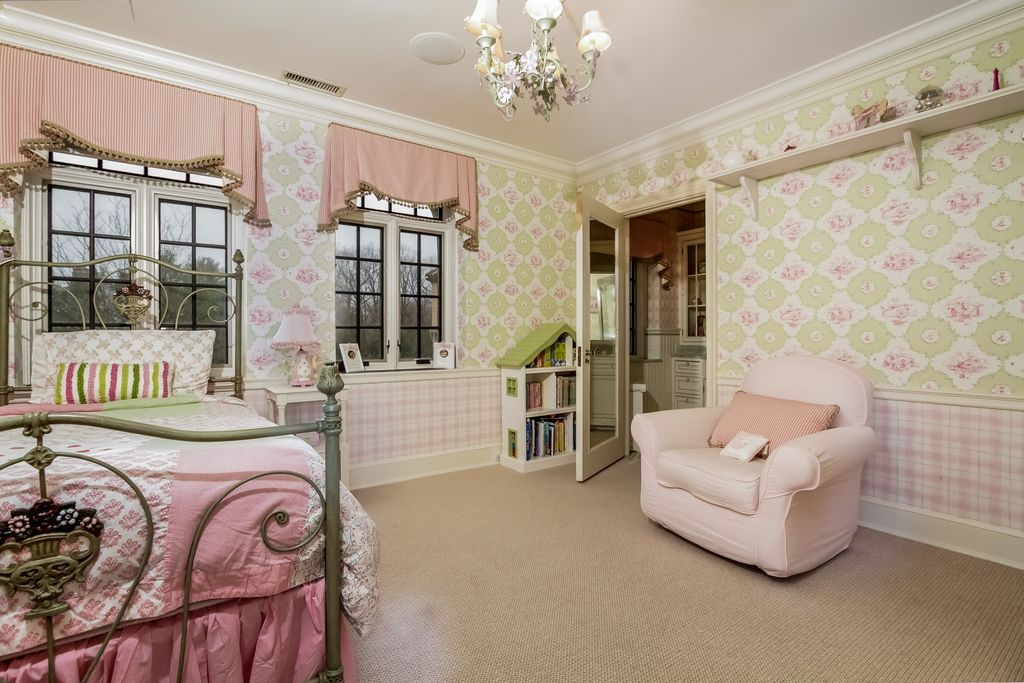 Superior Chair Rail And Wallpaper Part - 14: Traditional Kids Bedroom With Chair Rail, High Ceiling, Carpet, Interior  Wallpaper, Crown