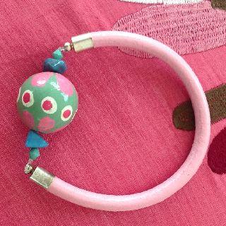 """Pulsera """"encarnita"""" de la pequeña de mi casa  www.lapequenademicasa.com"""