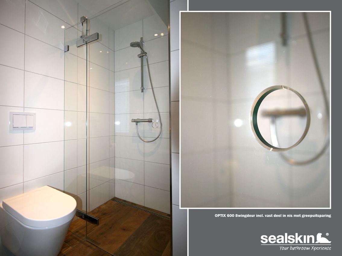 De Sealskin Optix 600 swingdeur met vast deel in de badkamer van de ...