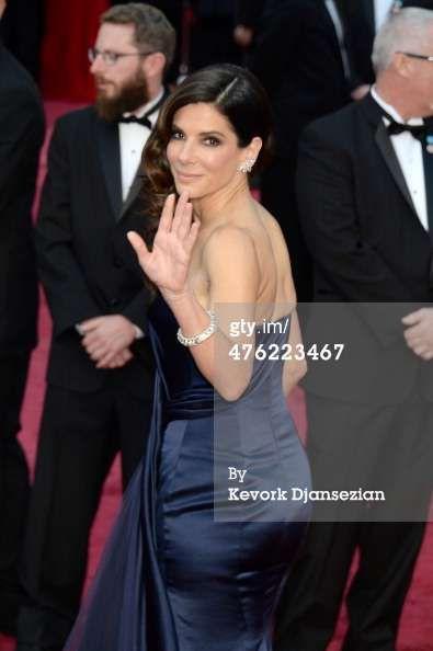 Sandra Bullock In Oscar Red Carpet (2014)
