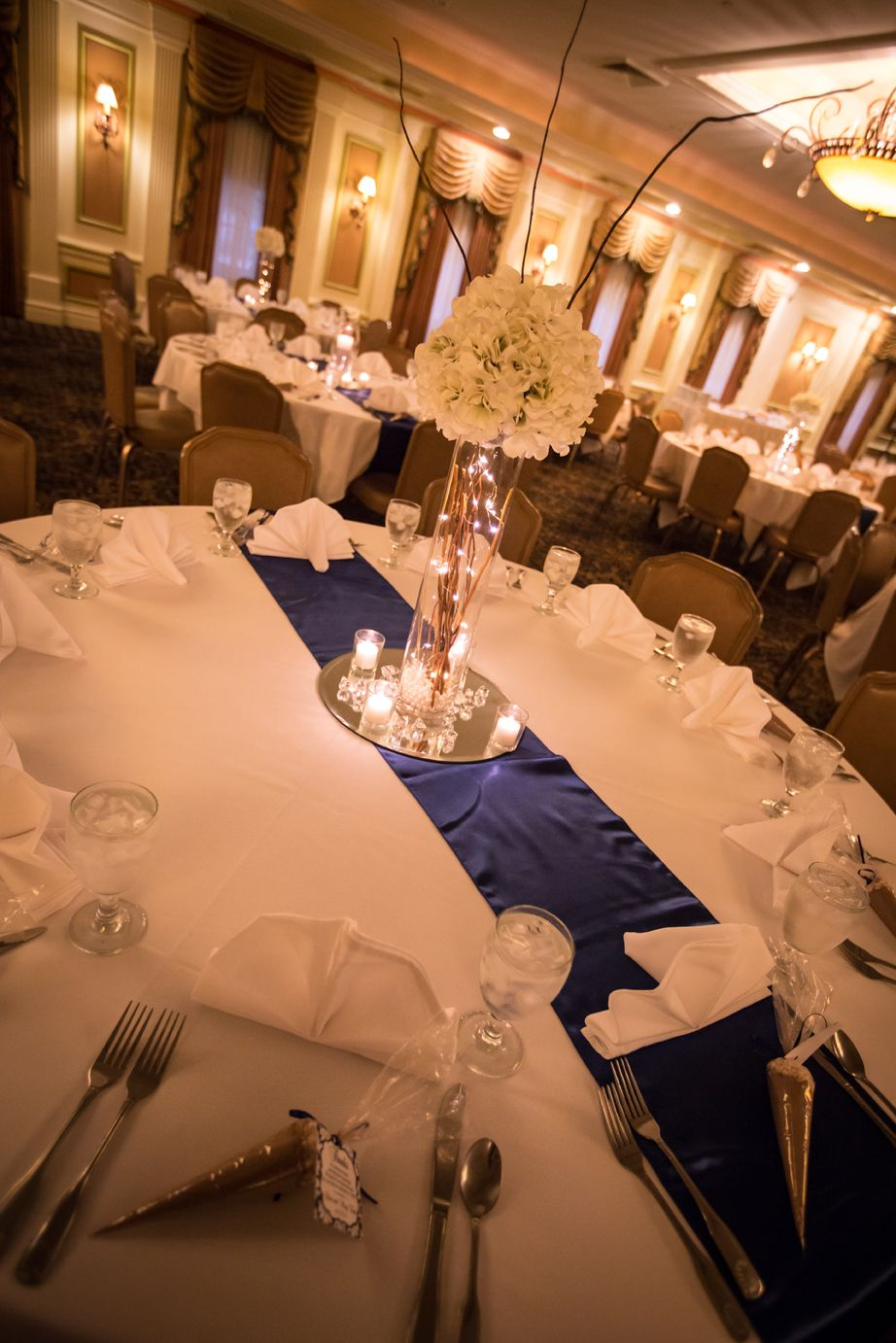 Best Beautiful Navy Blue And White Theme In Zehnder S Main 400 x 300