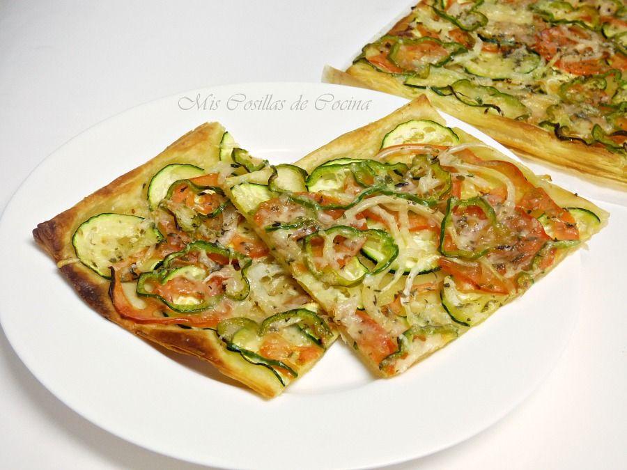 Ingredientes Una Masa De Hojaldre Rectangular 1 Calabacín Pequeño 1 2 Cebolla 1 Tomate Maduro 1 2 Pimient Recetas De Pizza Comida Vegetariana Recetas Verduras