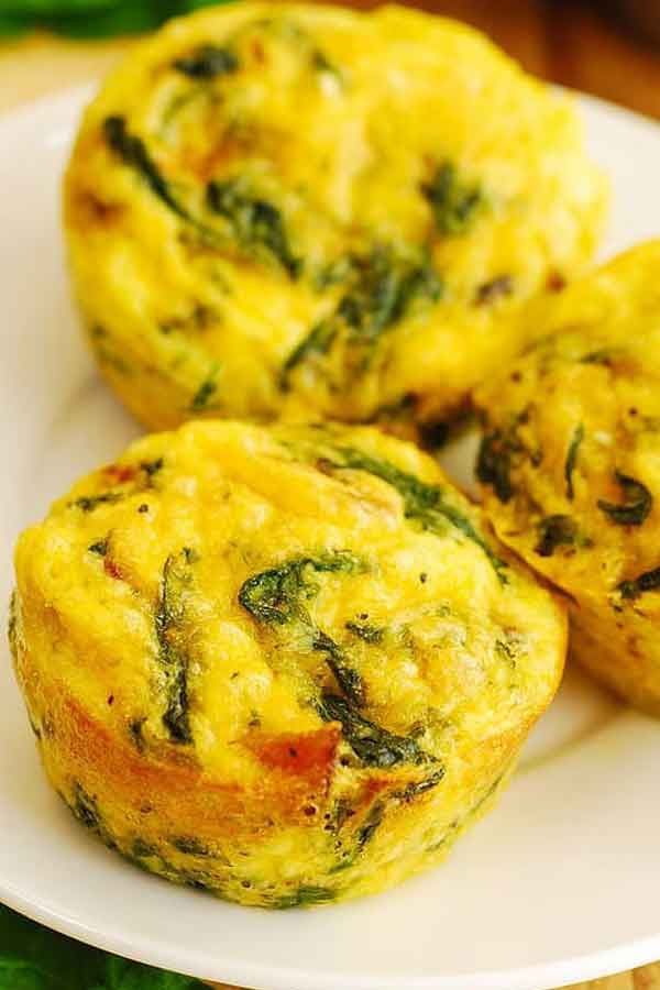 Breakfast Egg Muffins with Bacon and Spinach #eggmuffins