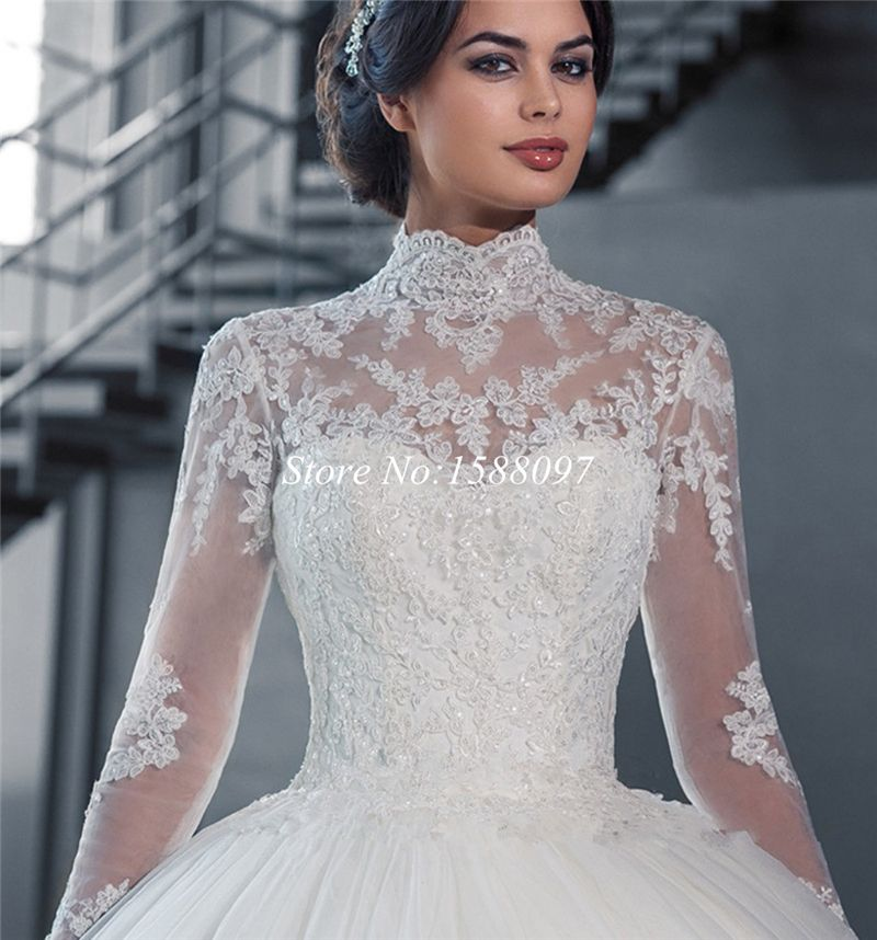 Turtleneck Wedding Gown: Really Nice Turtleneck-y Cut And Beautiful Lace Sleeves
