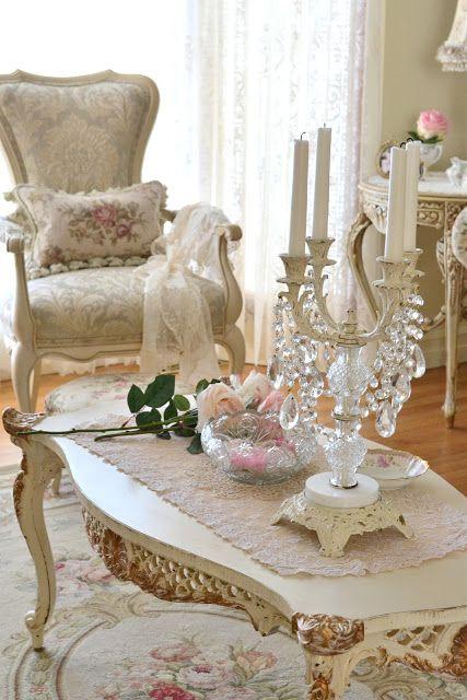 NEO CLASICO. Una decoración clásica está provista de lujo, ambientes recargados, colores cálidos, pomposidad, suntuosidad, antigüedades, en definitiva un ambiente de historia y romanticismo.