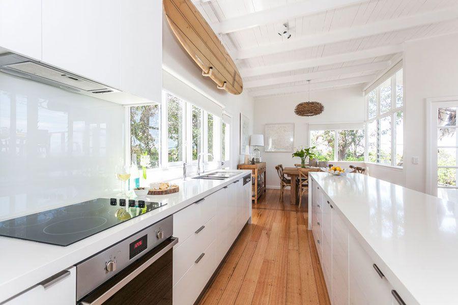 Stunning Beach House In Sydney Australia 4betterhome Kitchen Decor Kitchen Renovation Beach House Room