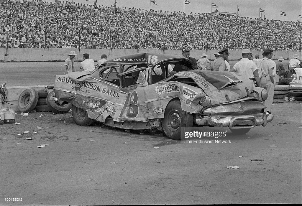 ARDEN MOUNTS WITH HIS WRECKED 1984 HUDSON AT DARLING | Vintage Race ...