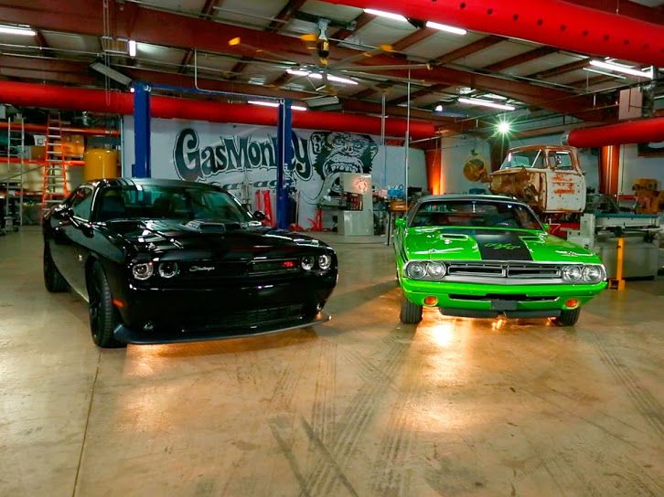 Check Out The Dodge Challenger As Classic And Modern Join Forces On Part Two Of Fast N Loud Coches Y Motocicletas Autos Autos Rapidos