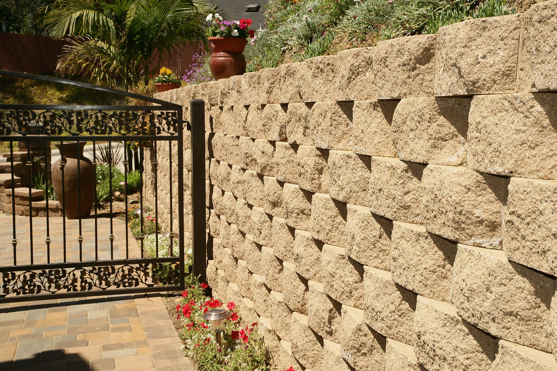 Country Manor, Brownstone Retaining Wall | LANDSCAPE WALLS ...