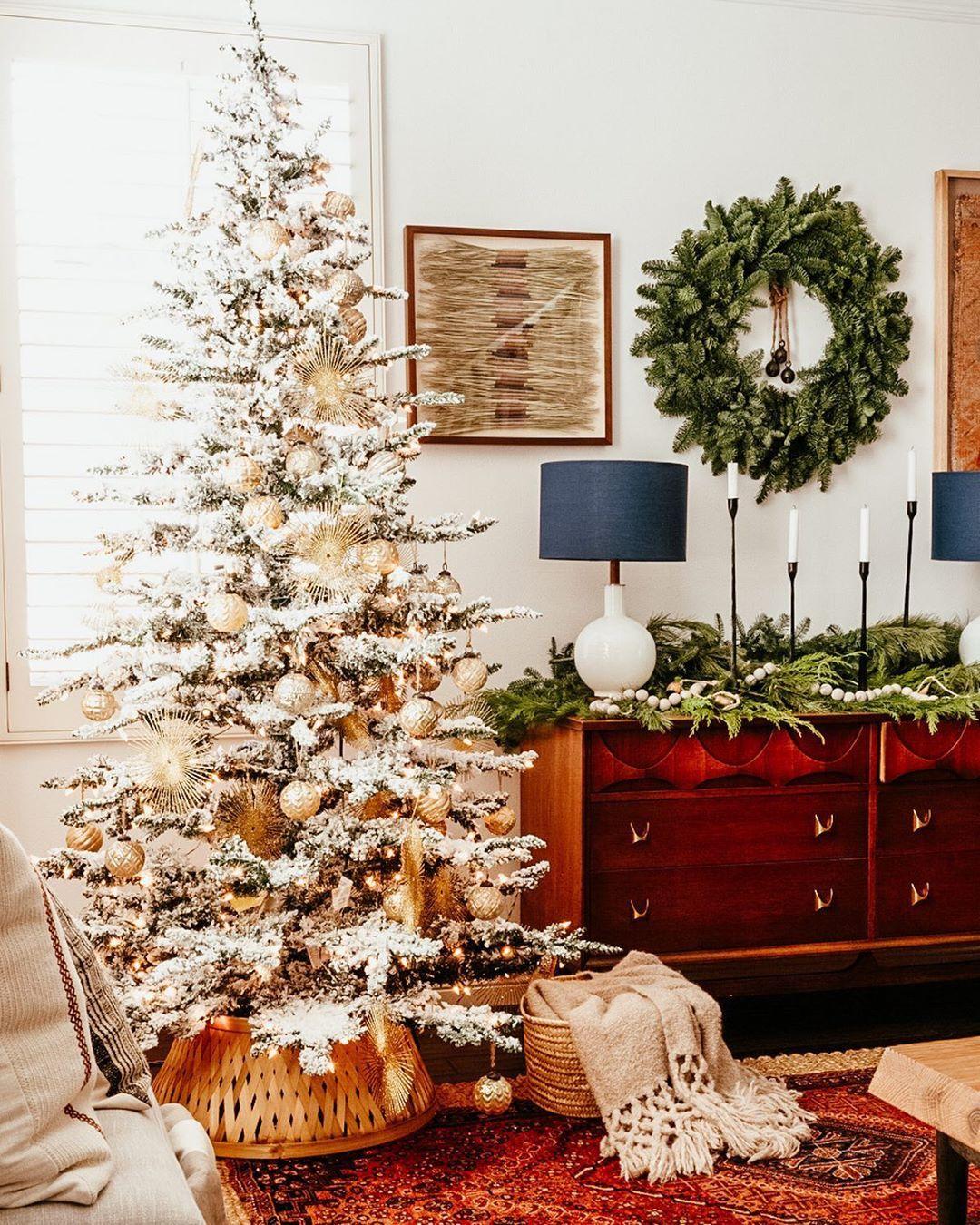 Christmas Living Room In 2020 Christmas Vignettes Neutral Christmas Decor Merry Christmas Eve