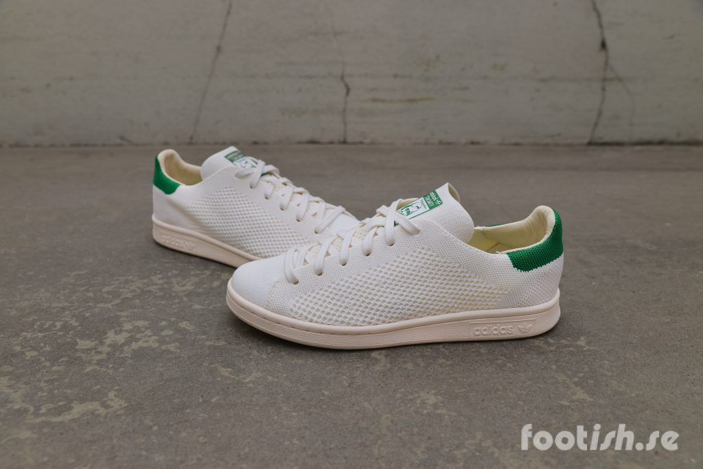 5c47727aa5d Adidas klassiska modell Stan Smith får sig en uppdatering med följsamma och  lätta samt luftiga Primeknit. Finns i klassiska färgen vit grön