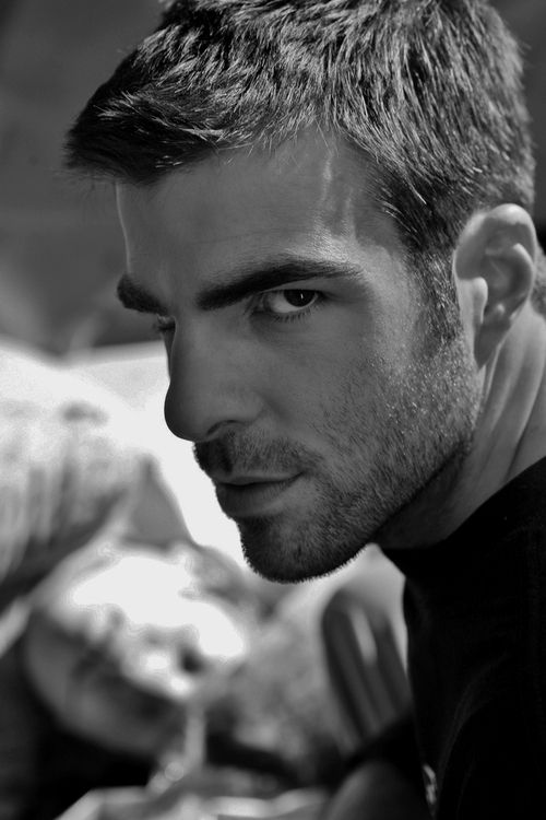 zachary quinto this is the face he gives eri when eri has done
