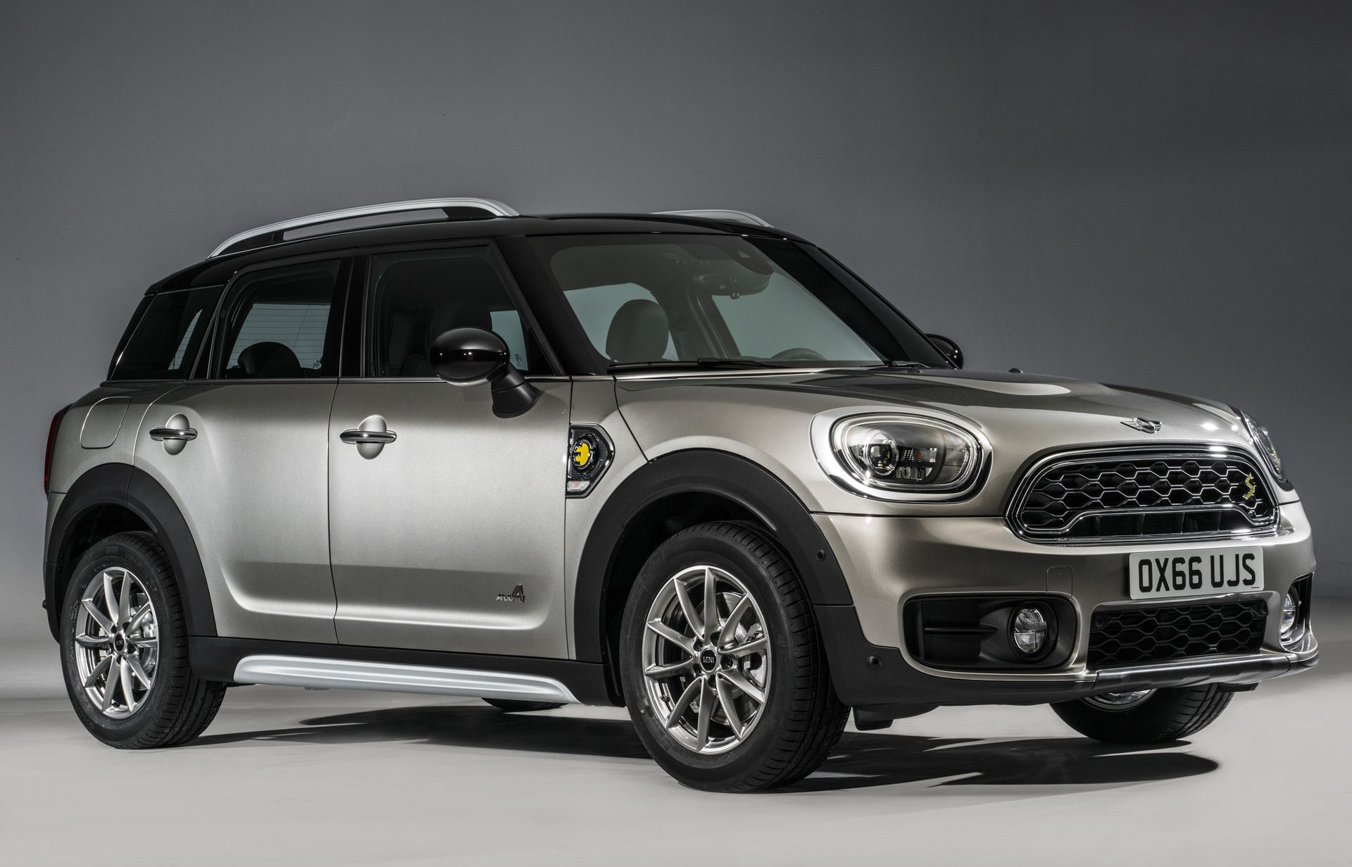 Get The Latest Reviews Of 2017 Mini Cooper Countryman Find Prices Ing Advice Pictures Expert Ratings Safety Features Specs And Price Quotes