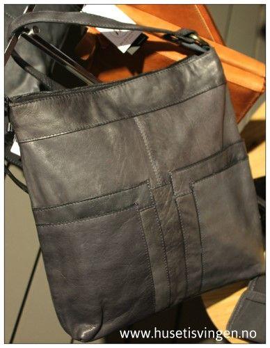 655a65aa Dixie skinnveske | DIXIE skinnvesker-leatherbags-crossover | Skinnveske,  Vesker og Farger