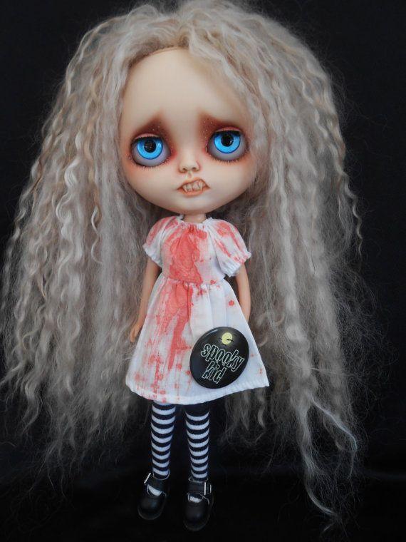 Custom Vampire Blythe Doll por Spookykidsworkshop en Etsy
