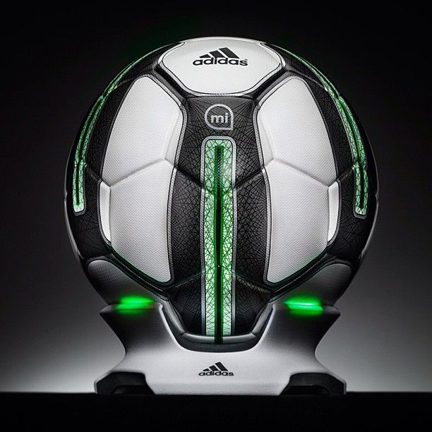 adidas Smart Ball. Built-in sensors help improve technique 877147aa53529