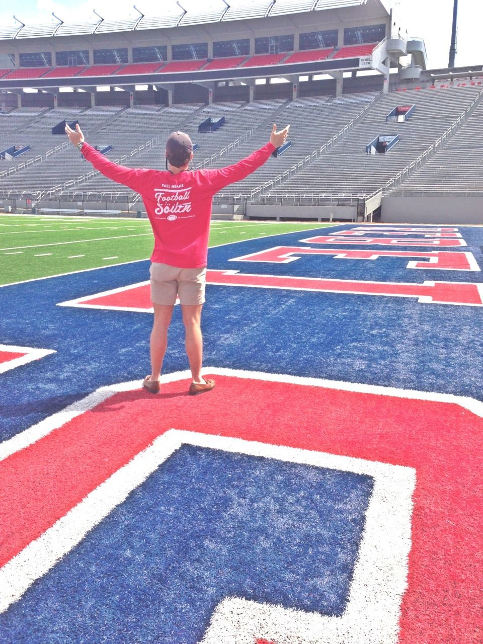 """weirdandexotic:  eastcoastheartsouthernsoul:  boomboomboomshakalaka:  """"Fall means football in the South""""  Less than 60 days!!  VAUGHT-HEMINGWAY AW YEAH"""