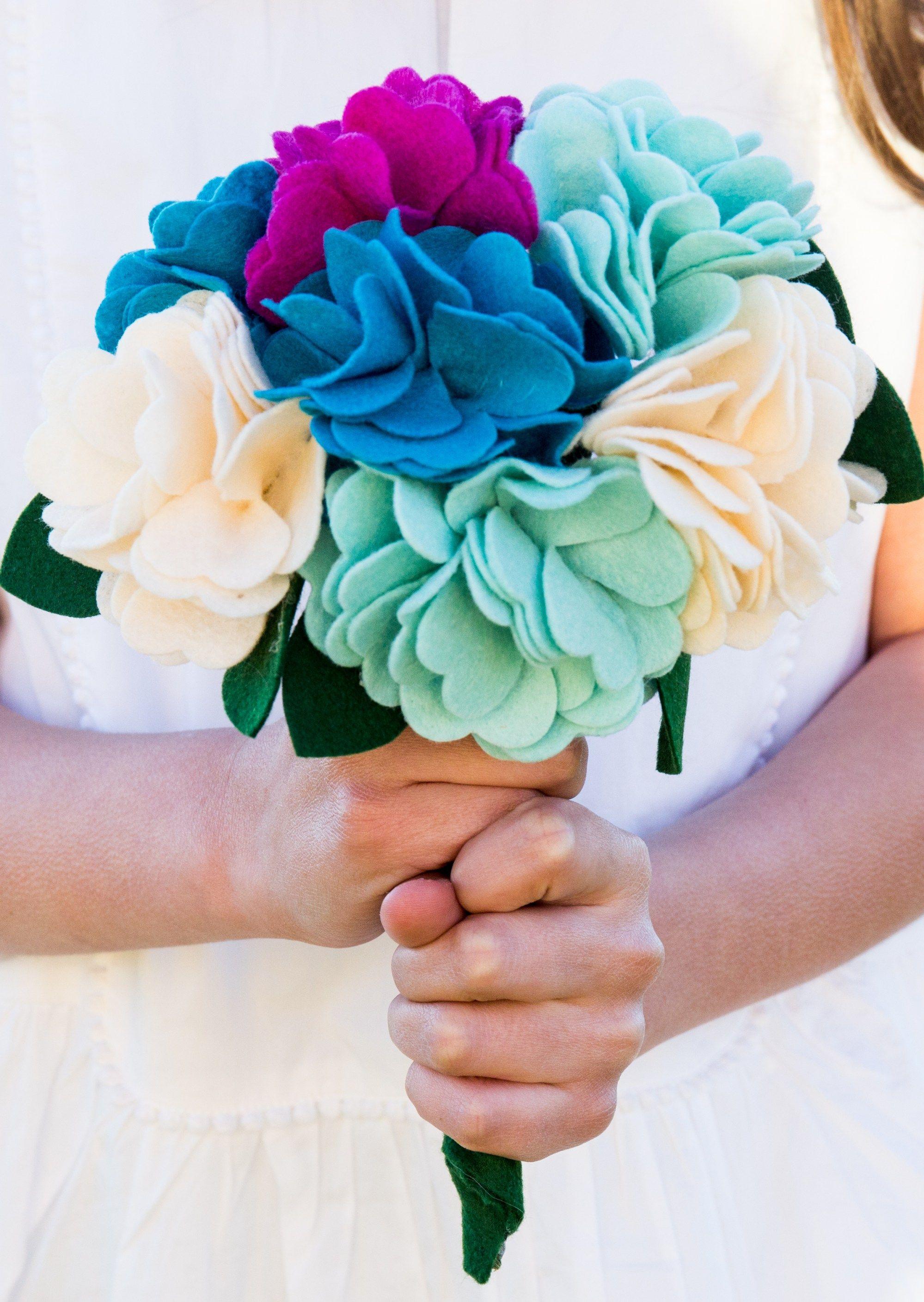 Diy felt flower bouquet tutorial flower crafts flower bouquets diy felt flower bouquet tutorial simple simon and company izmirmasajfo