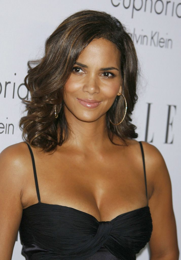 Halle Berry Measurements, Height, Weight, Bra Size, Age ...