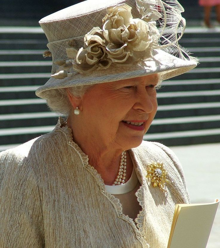 Pin by Sandy James on The Queen's Hats Queen hat, Queen