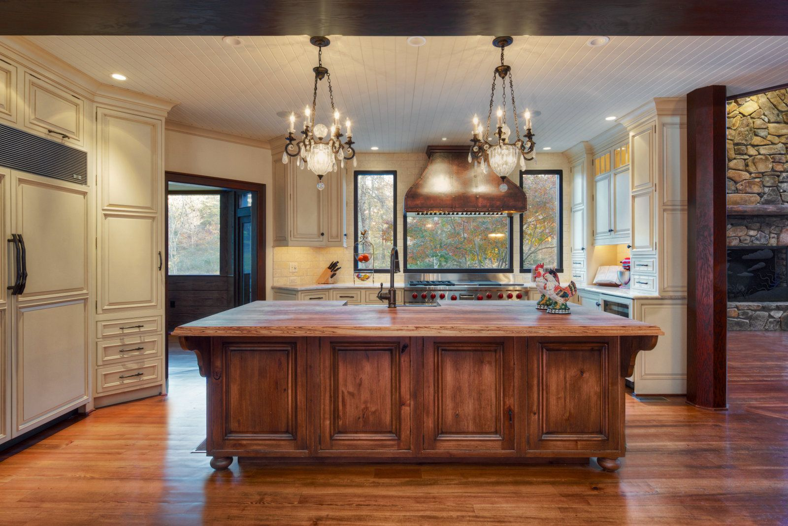 Doub Luxury Photo by Jay Sinclair Rustic kitchen