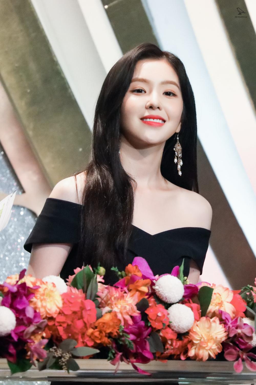 Renejingle On Twitter In 2020 Red Velvet Amazing Women Velvet