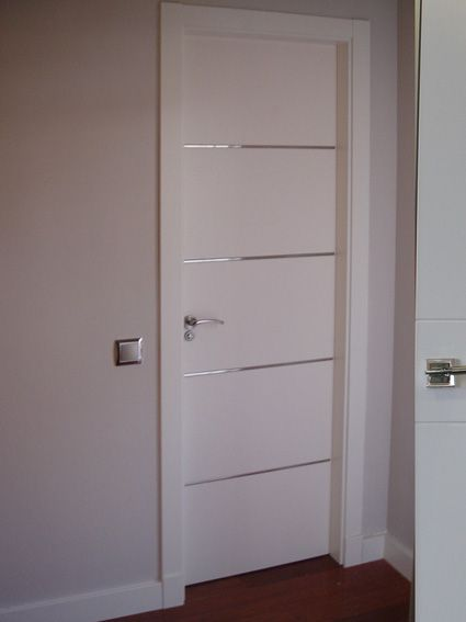 Puertas para dormitorio de aluminio de color negro for Puertas para interiores baratas