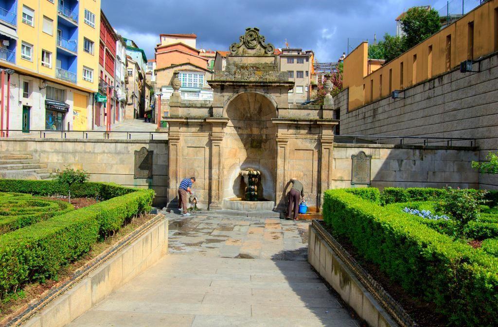 Las Burgas: Manantiales de aguas termales. Orense - Galicia - España