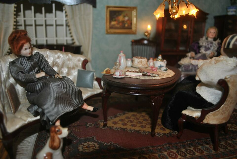 Puppenhaus Mit Deko 1 40cm X 70cm Einer Verstorbenen Sammlerin In Bergedorf Hamburg Lohbrugge Ebay Kleinanzeigen In 2020 Puppenhaus Deko Puppenstube