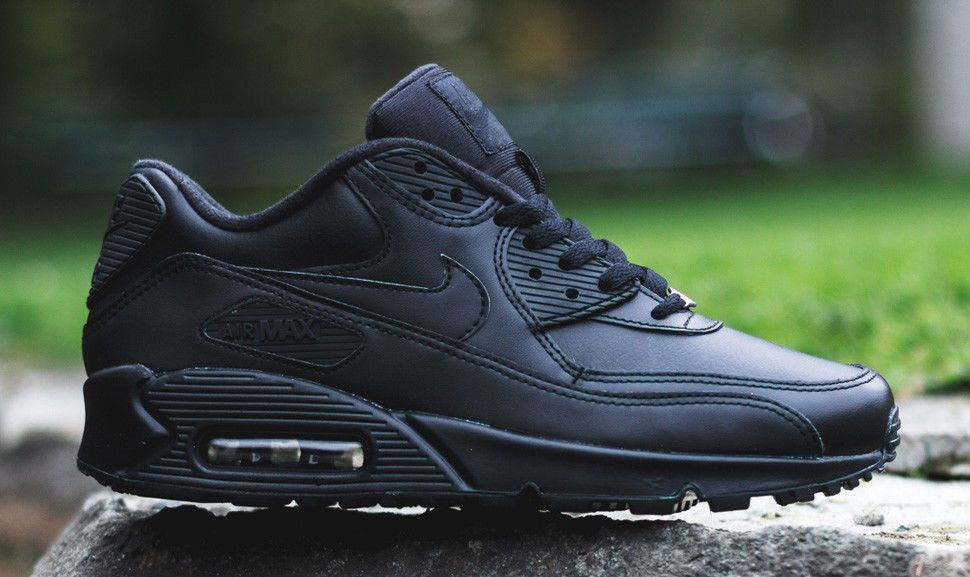 $104.63 Nike Air Max 90 Essential Mens Black All Leather