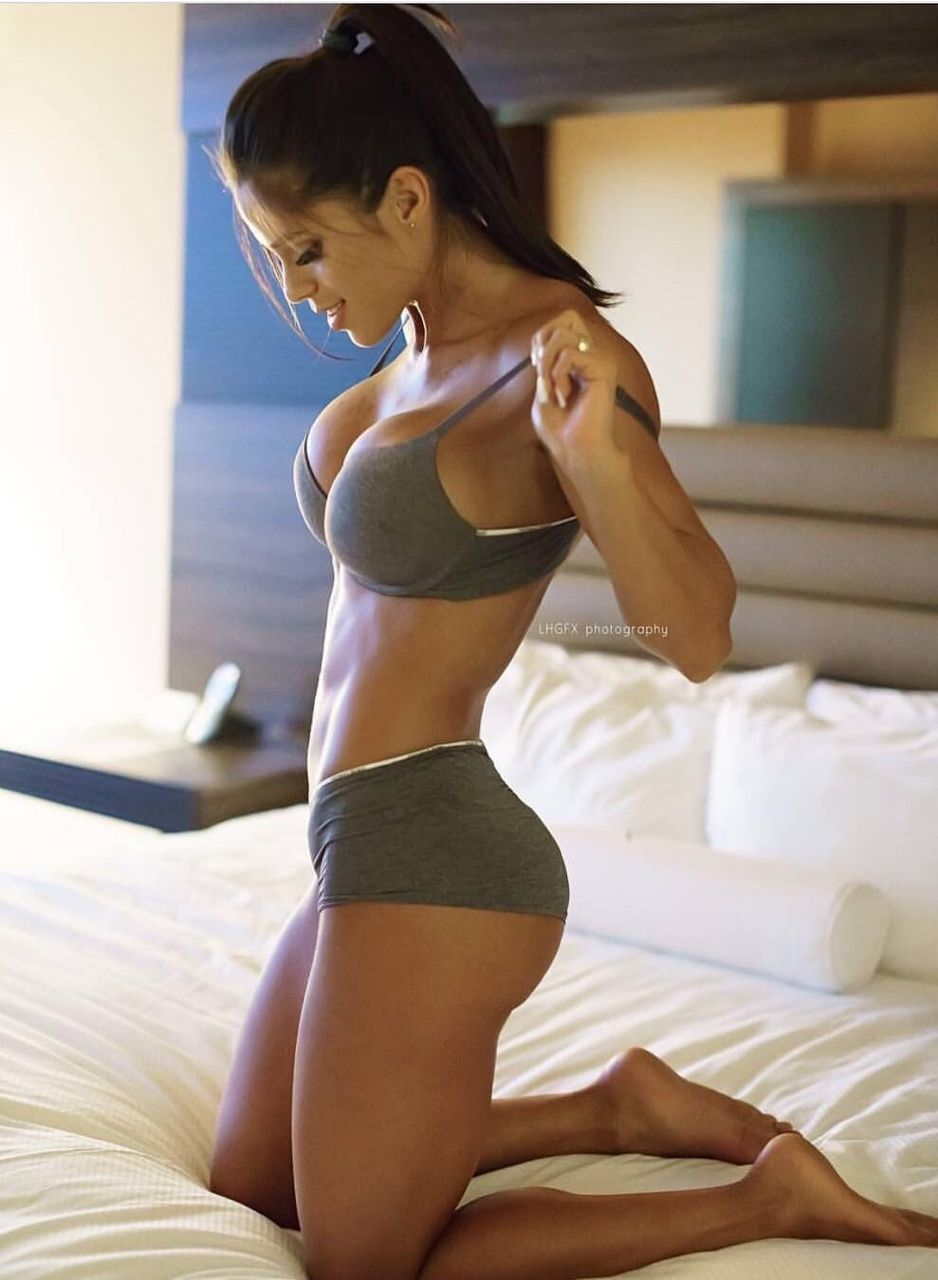 hottest fitness babes on earth | cc's michelle lewin pics